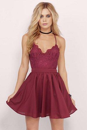 Короткое вишневое платье