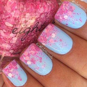 Розово-голубой пастельный маникюр