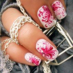 Маникюр белый с розовым