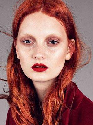 Классический макияж с красной помадой