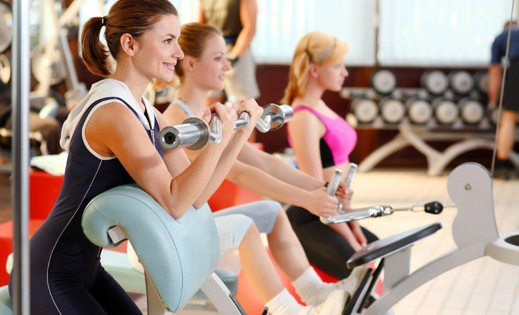 тренировка в спорт зале