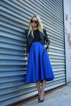 Сочетание черного и синего в одежде