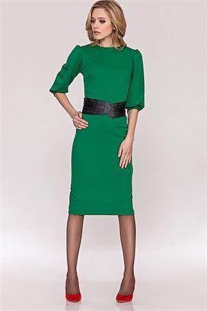Зеленое платье с широким ремнем