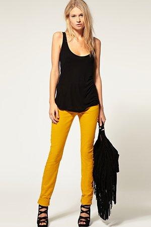 Комплект одежды желто-черного цвета