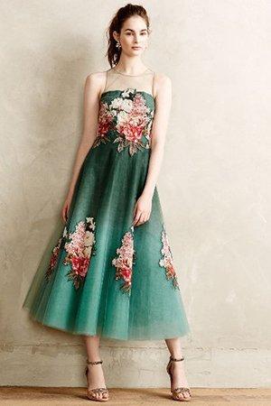 Зеленое платье с цветами