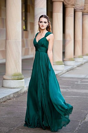 Струящееся платье зеленого оттенка