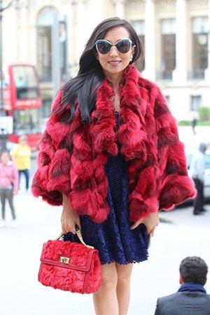Красная сумка с красной субой