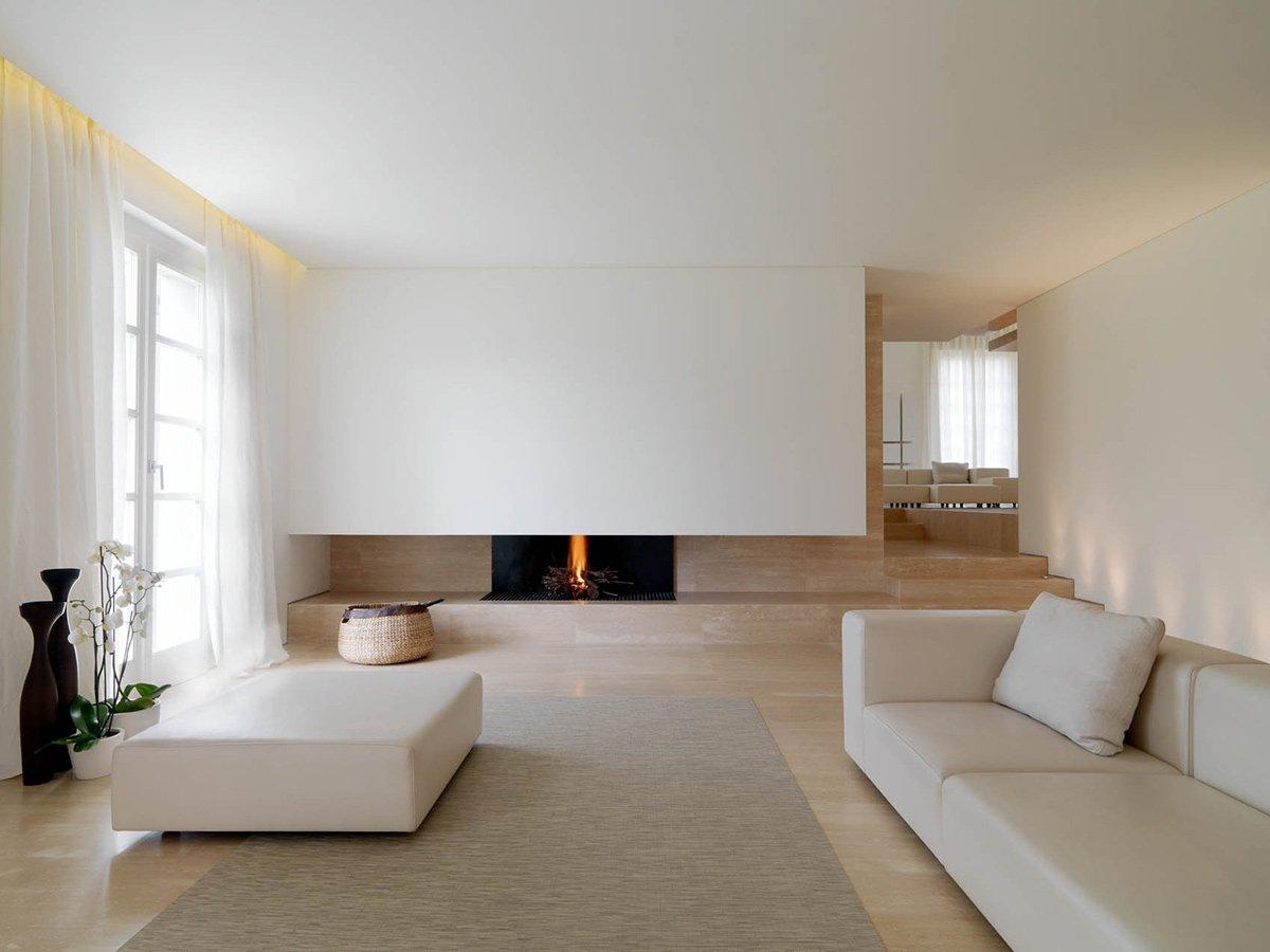 Гостиная с простым интерьером