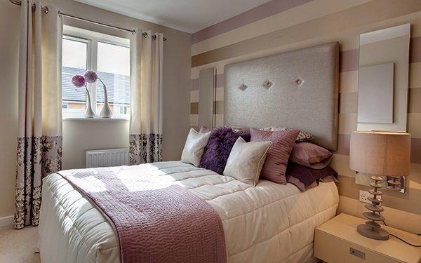 Декор подушками спальни