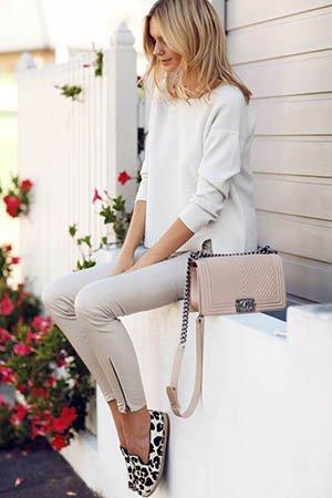 Бежевая сумка с леопардовой обувью