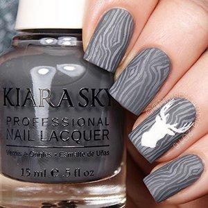 Узоры на ногтях с серым лаком