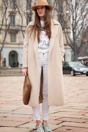 Бежевое пальто с сумкой