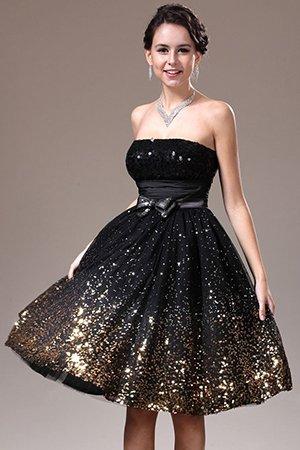 Красивое короткое платье с пышной юбкой