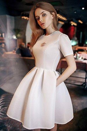 Элегантное короткое платье