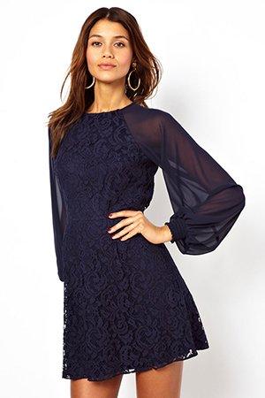 Короткое платье с длинным рукавом