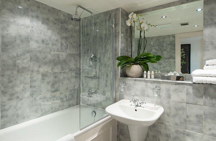 Цветы в интерьере ванны