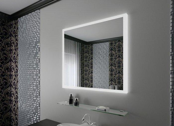 Красивое зеркало в ванно