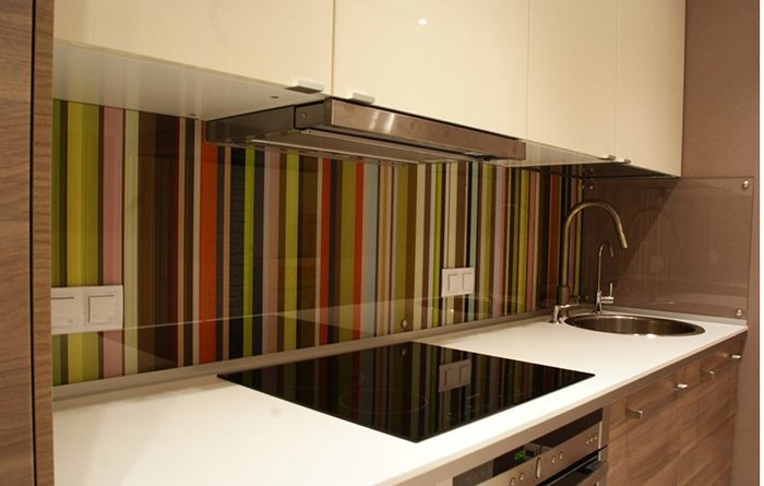 Яркий фартук на кухню