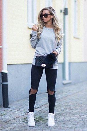 Черные джинсы с белыми кроссовками