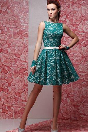 Красивое короткое платье зеленого цвета