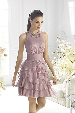 Нежное платье выше колена