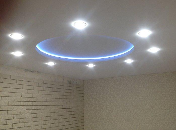 Фото дизайнерского потолка с подсветкой