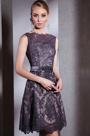 Фото короткого платья с кружевом