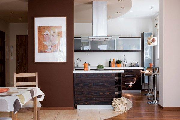 Дизайн кухонной зоны в нише квартиры