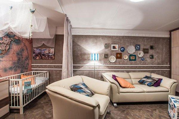 Идея деления на зоны гостиной и детской комнаты