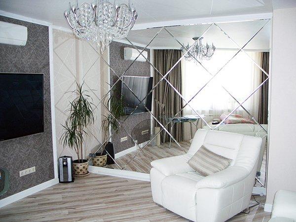 Зеркальная стена в комнате 20 кв м