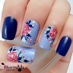 Голубой маникюр с цветами розы