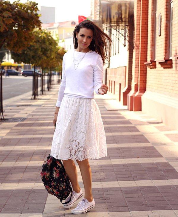 Черный рюкзак с белой юбкой и топом