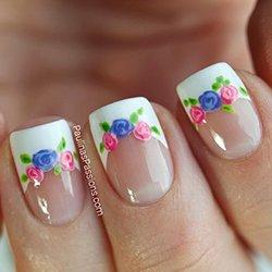 Разноцветные розы на ногтях