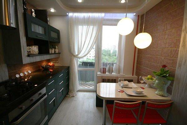 Кухня с балконным блоком