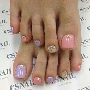 Разноцветные ногти на ногах