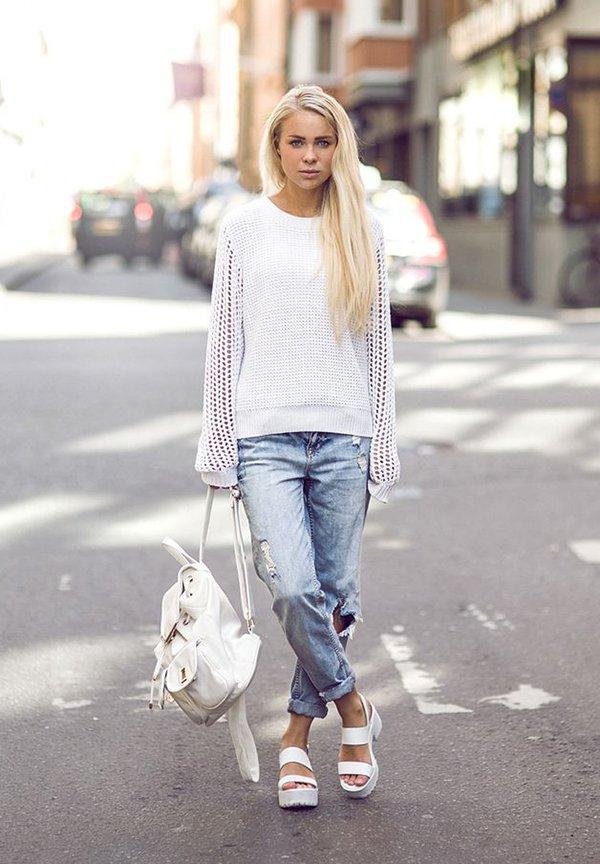 Белый рюкзак с джинсами