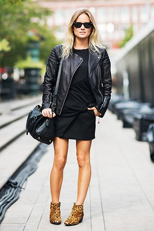 Черное платье с черной курткой