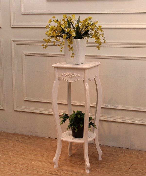 Дернвянная подставка под цветы в классическом стиле