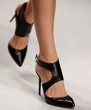 Кожаные черные туфли на шпильке