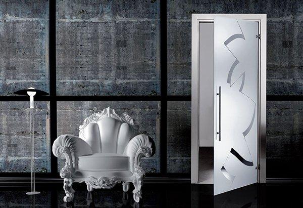 Белая матовая дверь