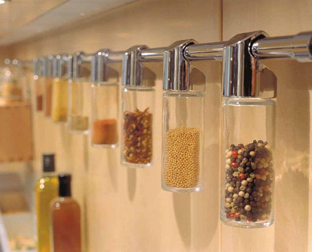 Баночки с приправами в декорировании кухни