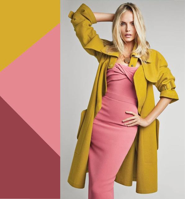 Горчичное пальто с розовым платьем