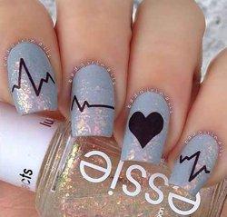Рисунки на ногтях сердце
