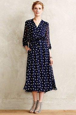 Синее платье с мелким принтом