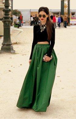 Зеленая юбка с черной кофтой