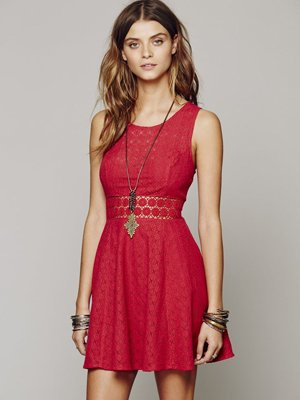 Повседневное красное платье