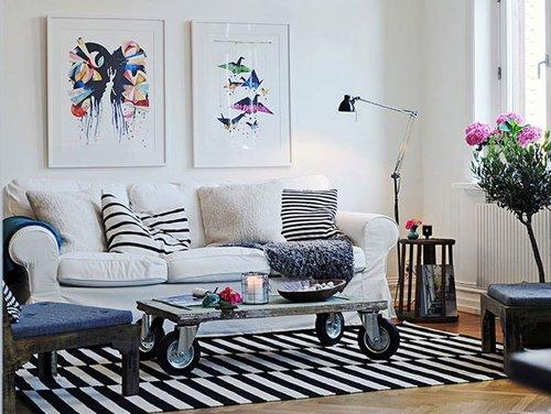 Картины на стене в гостиной