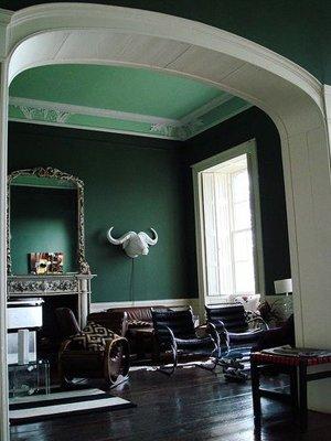 Темно-зеленый пол