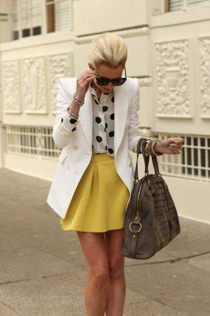 Белый пиджак с юбкой