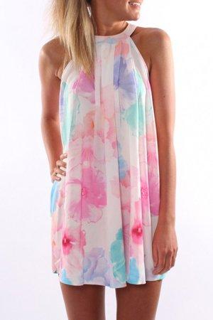 Большие цветы на платье